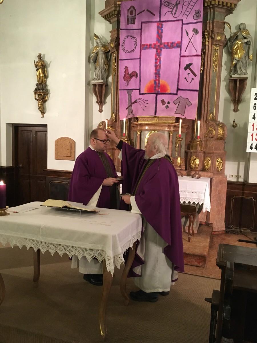 Aschermittwochsgottesdienst mit Auflegung des Aschenkreuzes