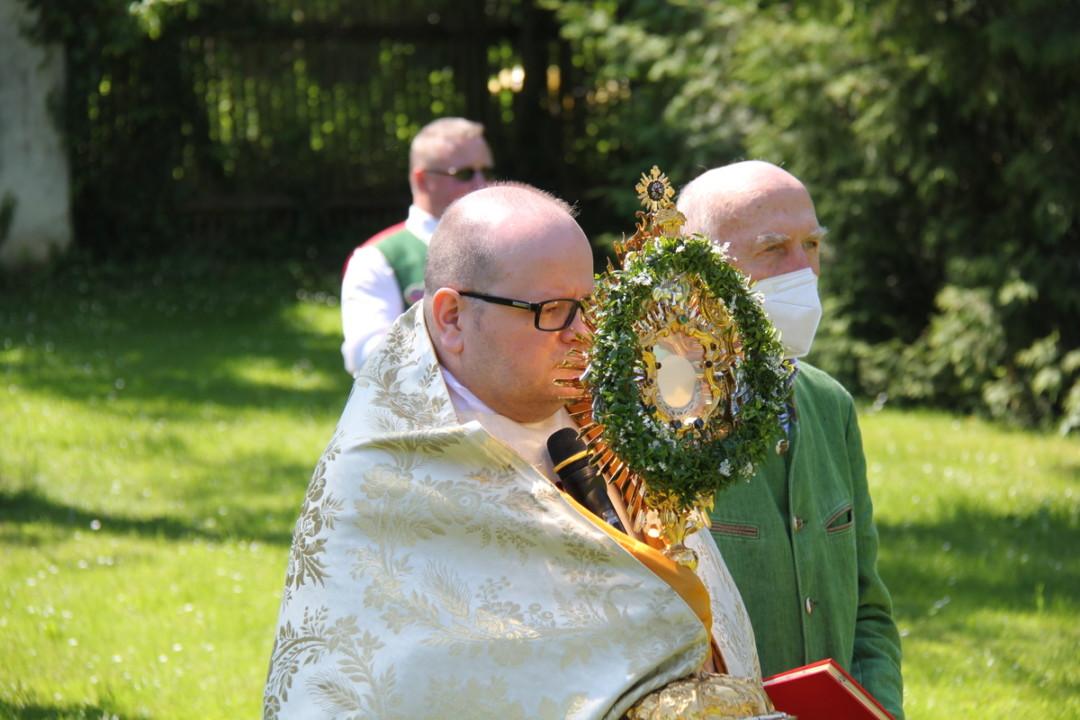Fronleichnam 2021: Festgottesdienst im Arkadenhof und Prozession in den Pfarrhofgarten